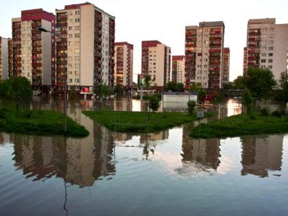 Ulewa w Warszawie. Obfity deszcz i jego skutki sparaliżowały miasto