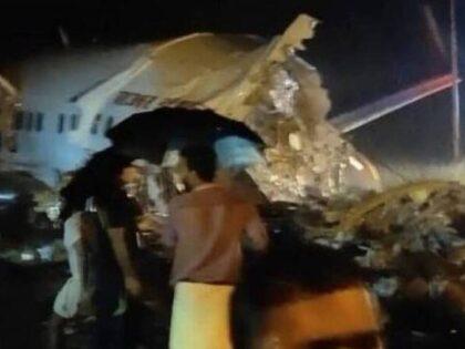 Katastrofa lotnicza w Indiach! Samolot złamał się na pół! [WIDEO]