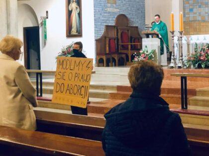 Strajk kobiet nawołuje do ataków na kościół! Dzisiaj mogą być zakłócane msze!