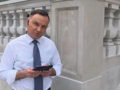 Andrzej Duda rozmawiał przez odłączony telefon? Wszelkie wątpliwości rozwiewa rzecznik